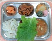 4.20. 혼합잡곡밥 김치콩나물국 제육볶음/상추쌈 단호박치즈구이 깍두기 꿀떡