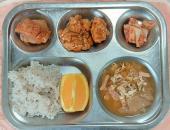 4.27. 차수수밥 바지락순두부국 코다리무조림 닭강정 배추김치 오렌지